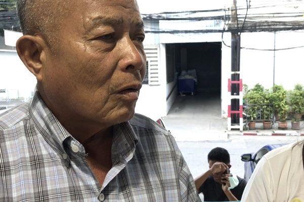 นายนิพนธ์ ศรีอนันท์ พี่ชายของนายสมพงษ์ ศรีอนันท์ อายุ 62 ปี นายกเทศมนตรีตำบลหลักหก อ.เมือง จ.ปทุมธานี